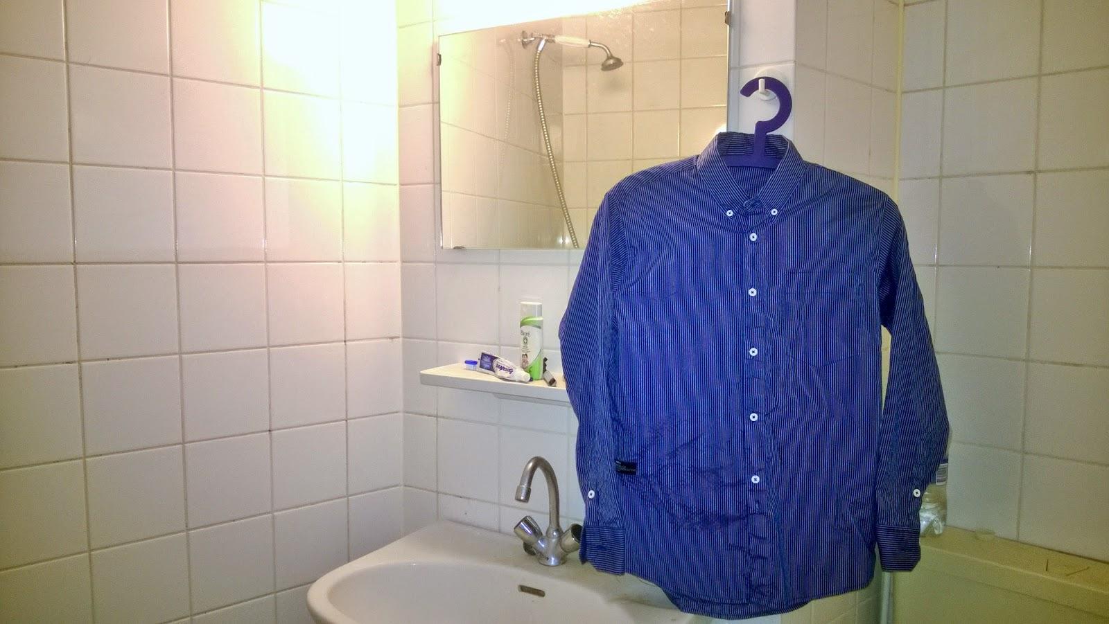 Gantung Pakaian di Kamar Mandi