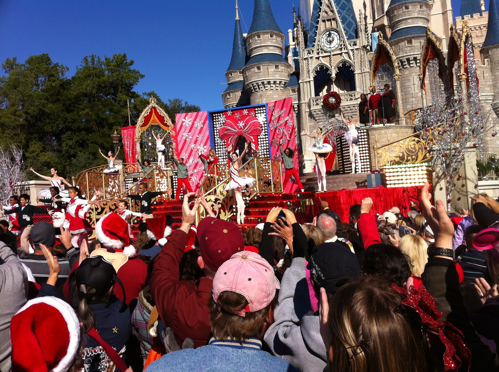 Mariah Carey performs in from of the castle during the 2010 parade ...