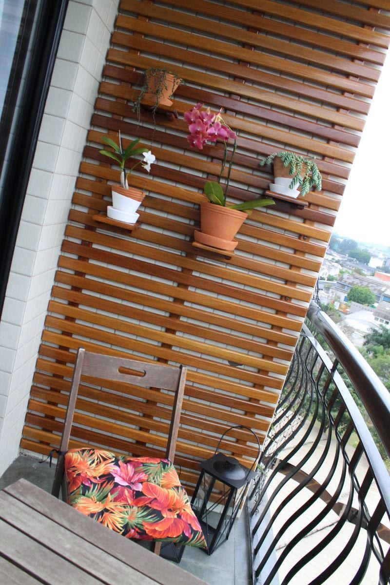 jardim vertical apartamento pequeno:Atelier do Zero: Jardim Vertical de cumaru para o apartamento da Laura