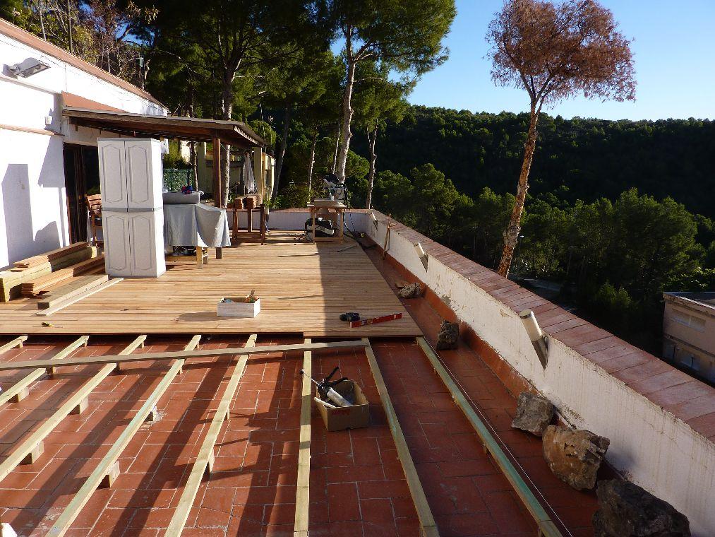 Carpinteria muebles a medida tarima de exterior en - Vallas para muros ...