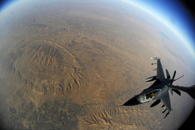 F-16 air refuelling
