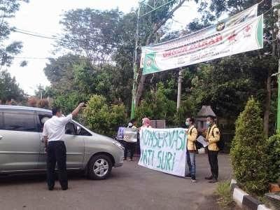 Peringati Hari Bumi, Mahasiswa Lakukan Aksi Blokade Portal Unnes