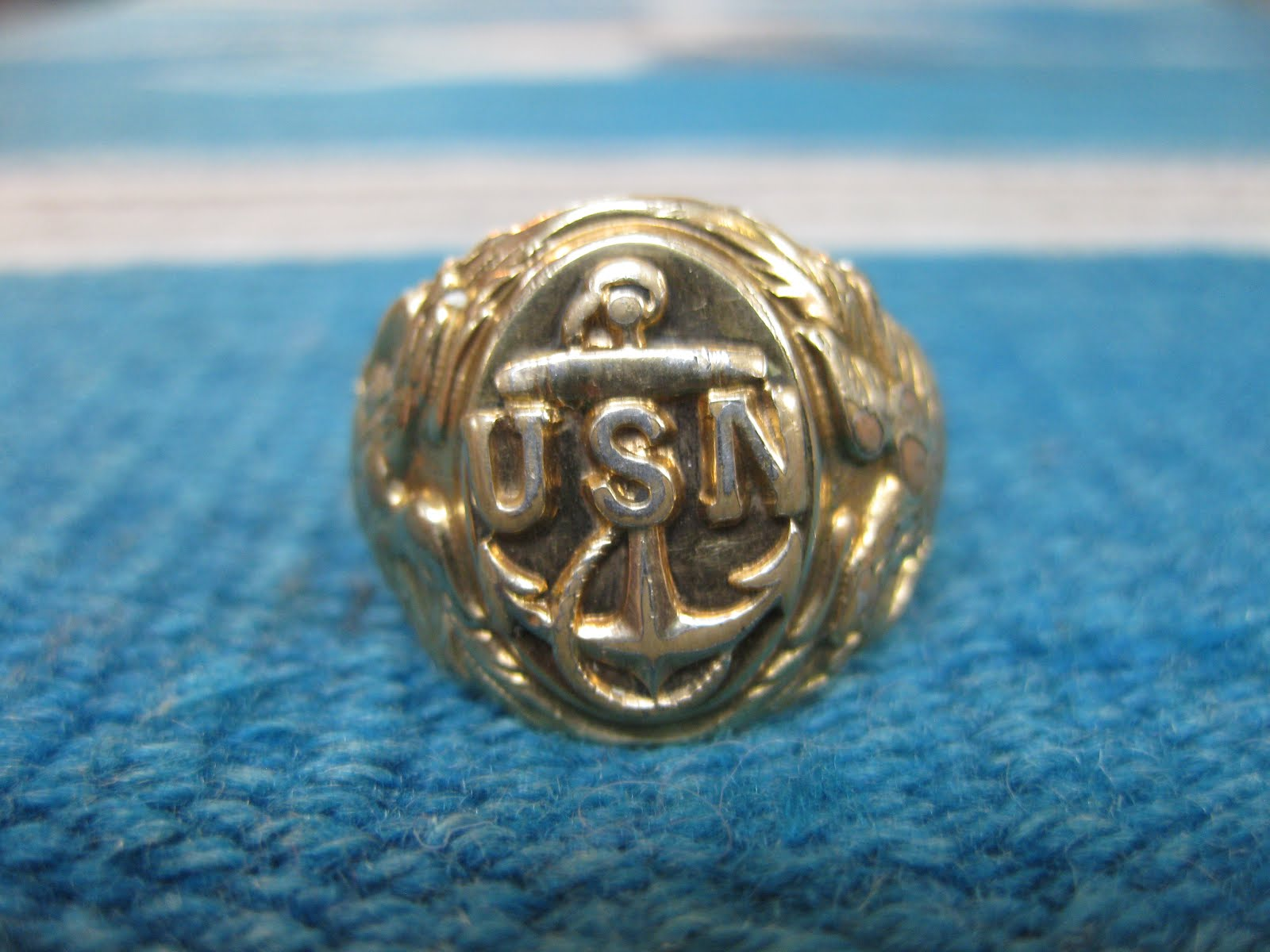 40's                     U.S. NAVY                12K GOLD RING