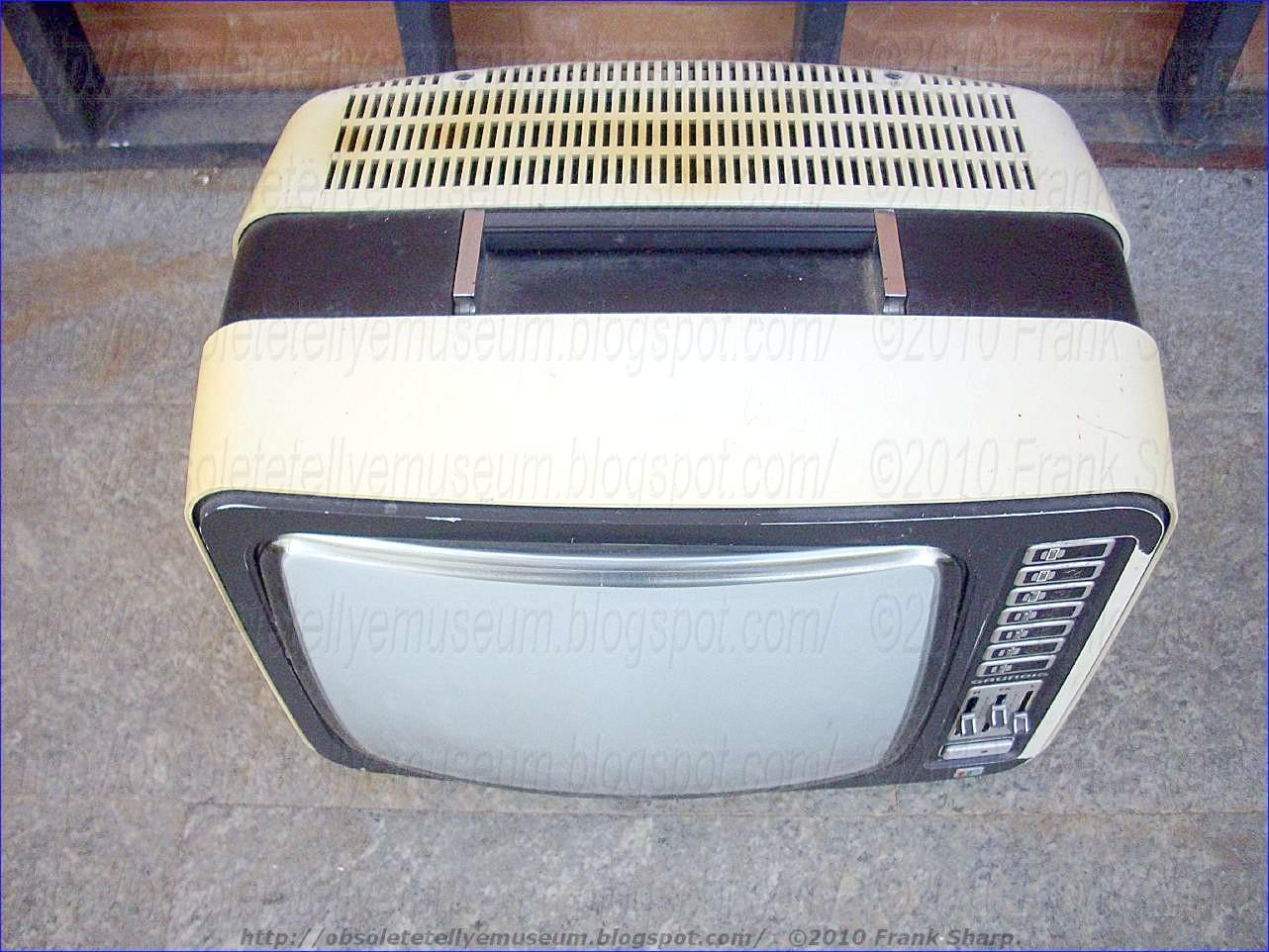 Obsolete Technology Tellye !: GRUNDIG SUPER COLOR 1510 YEAR 1973.