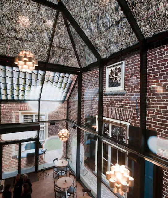 Glass Farm in Schijndel als bedruckte Glashaus der MVRDV Architekten