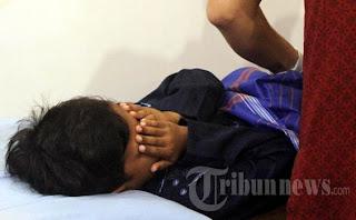 Perangi Hiv/aids, 68 Anggota Dpr Disunat Bareng [ www.BlogApaAja.com ]