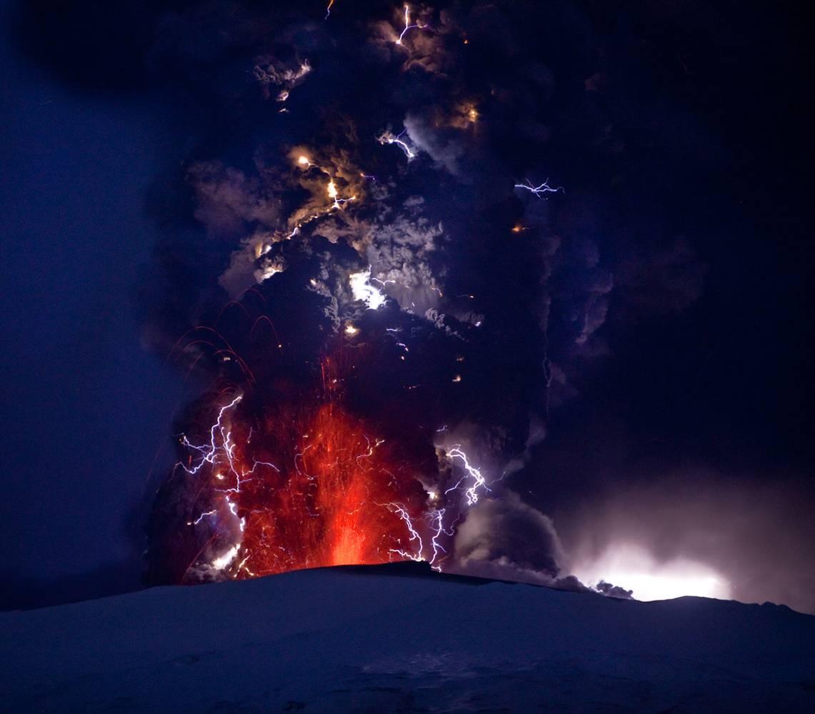 http://3.bp.blogspot.com/-zG0yYNWIEcQ/Tq6f2Sqcr6I/AAAAAAAAQvg/C41dIBnmZVo/s1600/iceland-volcano.jpg