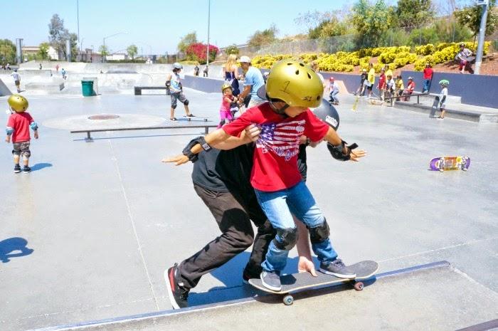 Kids skateboarding lessons in Orange County // livingmividaloca.com