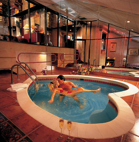 Romantic and luxurious pools the simply luxurious life style for Honeymoon spots in america