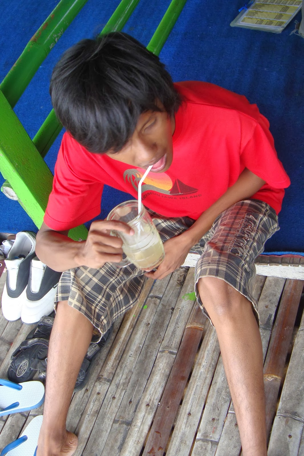 Menikmati es jeruk di Jombor