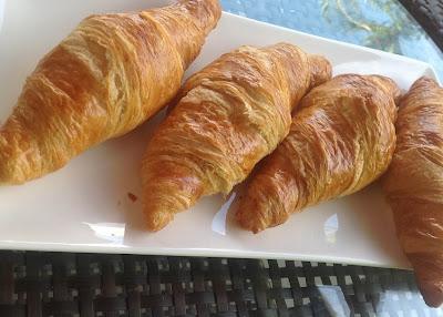 croissant at la vie parisienne