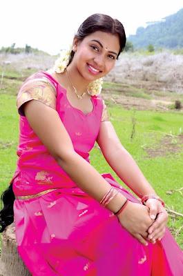 padikira vayasula movie actress pics