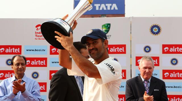 MS-Dhoni-Border-Gavaskar-Trophy-2013