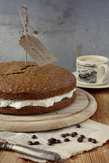 http://www.everydaycooking.pl/2013/01/ciasto-z-kremem-kasztanowym-i-bita.html