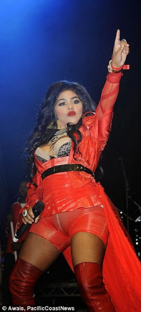 Lil Kim Makes A Big Fashion Faux Pas As She Performs Comeback Gig In