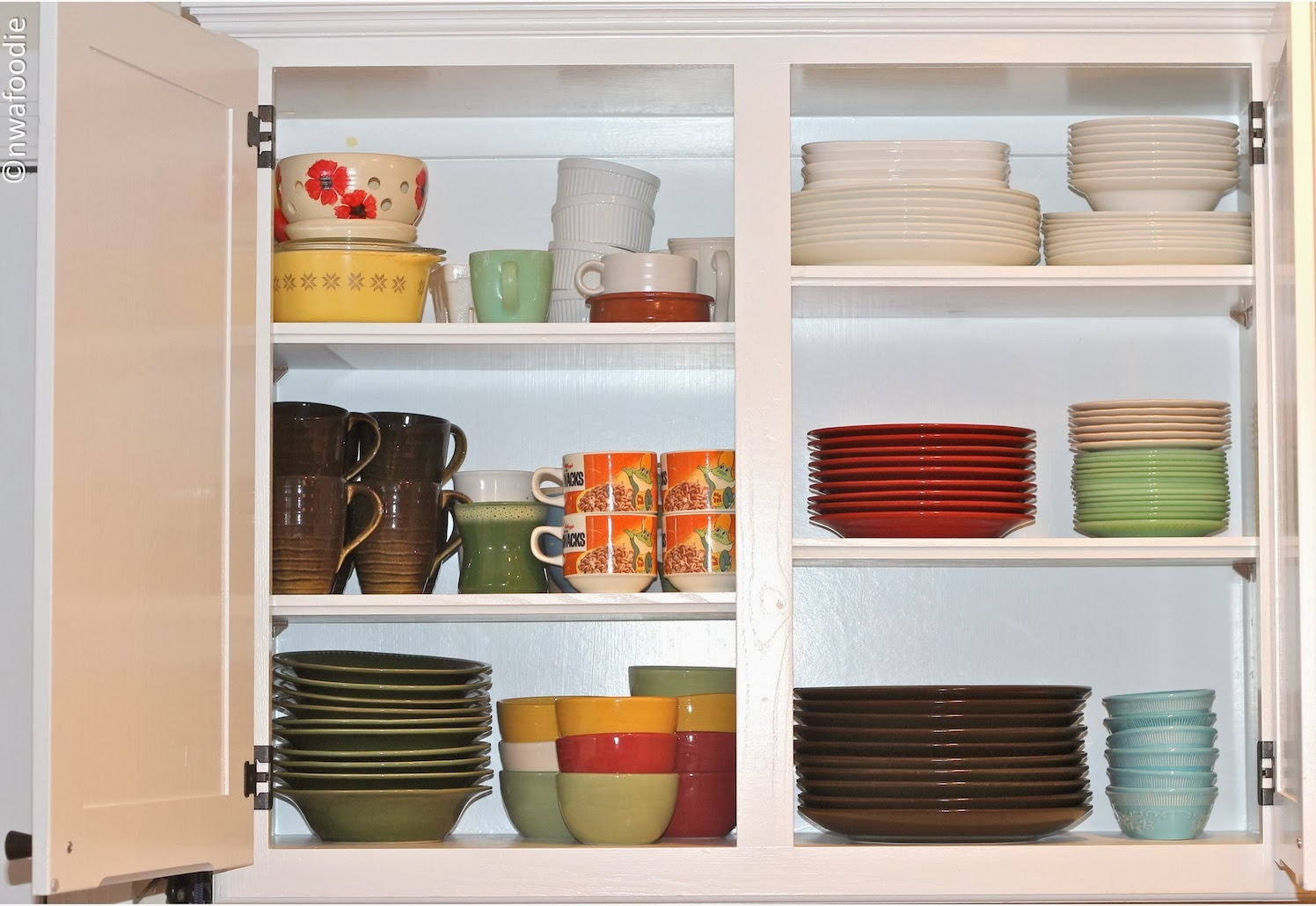 how to declutter your kitchen cabinets (c)nwafoodie