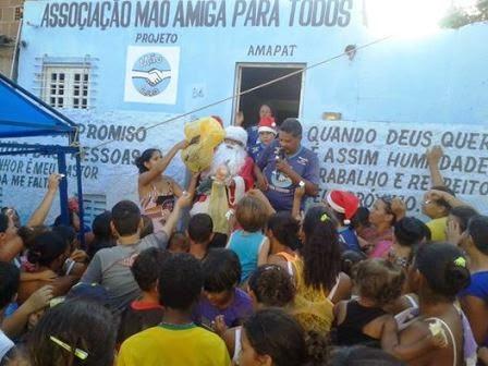 AMAPAT realizou festa neste domingo (28/12) para cerca de 400 crianças carentes com direito a Papai Noel