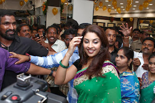 Actress Richa Gangopadhyay Pictures in Saree at Vijayawada Central Launch 0003