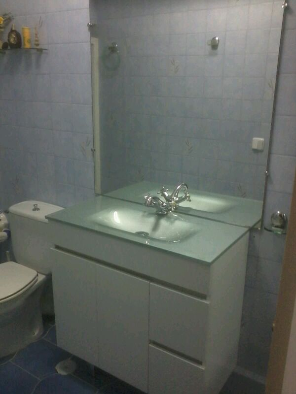 Mueble de ba o modelo sil 80 x 40 lavabo cristal for Muebles de cocina sueltos
