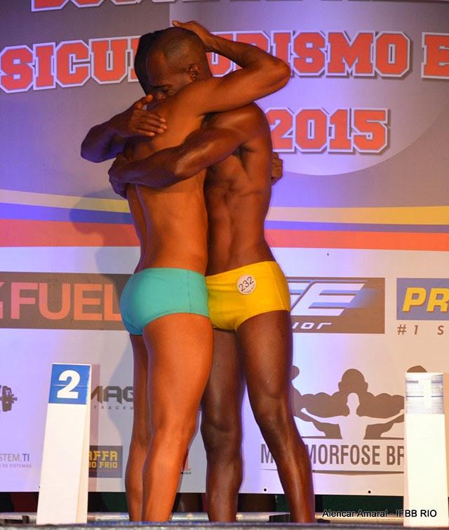 Os atletas Pedro Lívio e Daniel Kanu após a divulgação do resultado final. Foto: Alencar Amaral