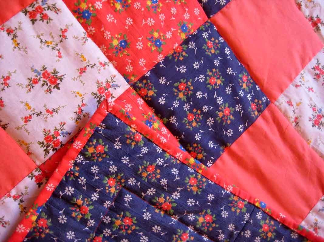 лоскутное одеяло в деревенском стиле