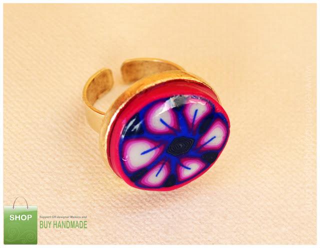 Δαχτυλίδι με λουλούδι από fimo σε φούξια, μπλε, ροζ λευκό χρώμα