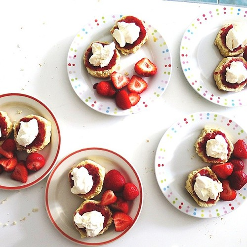 scones cream strawberries jam