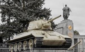 В Берлине требуют убрать советские танки из воинского мемориала
