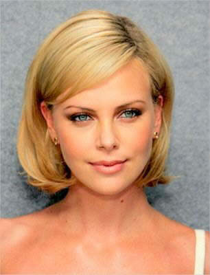 Cute Short Sedu Hairstyle for Women