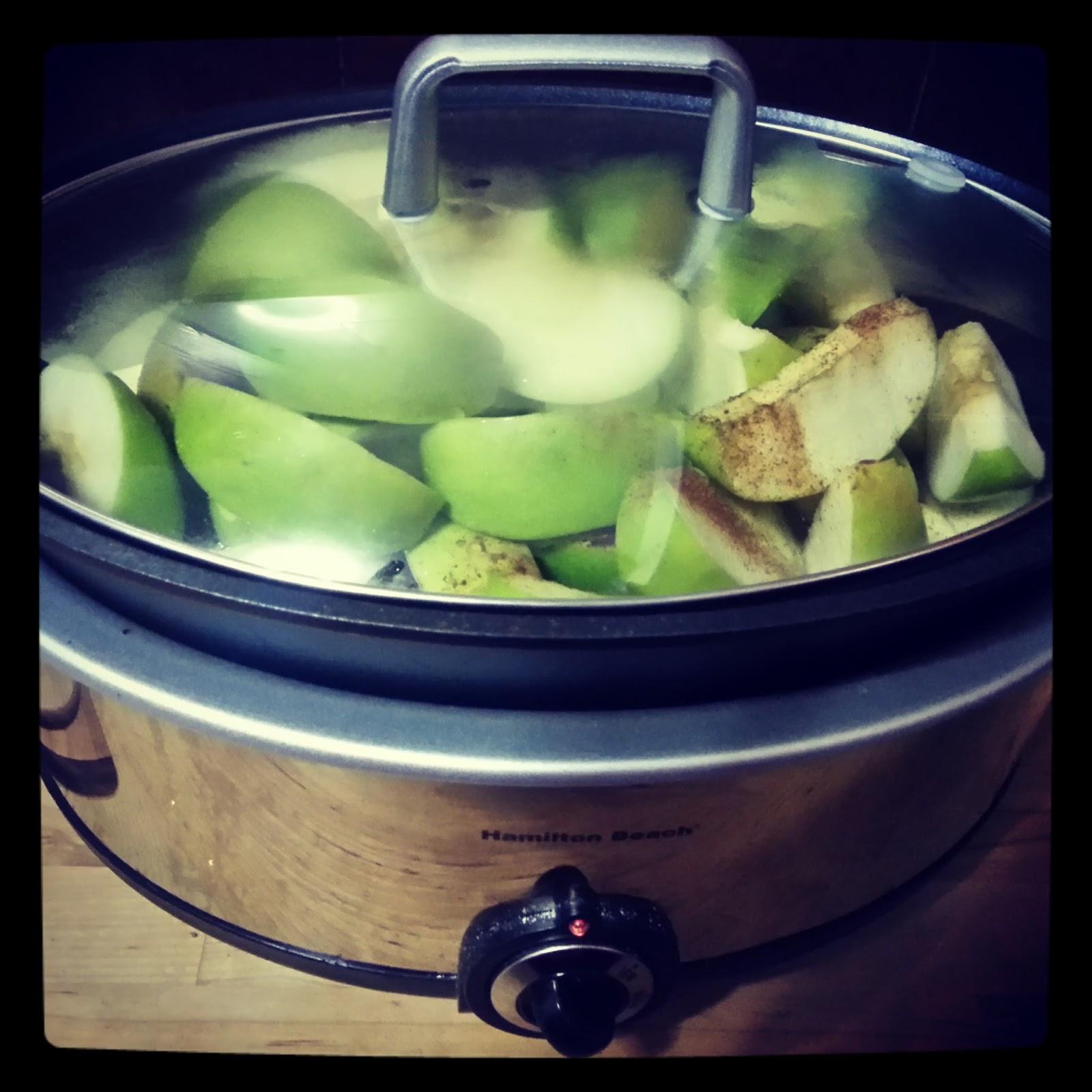 how to make crock pot cinnamon applesauce