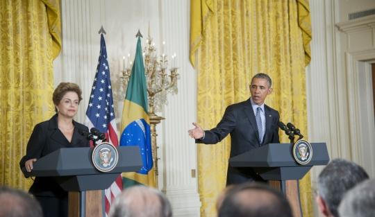 Telefone celular pessoal de Dilma foi ouvido com sucesso pela NSA!