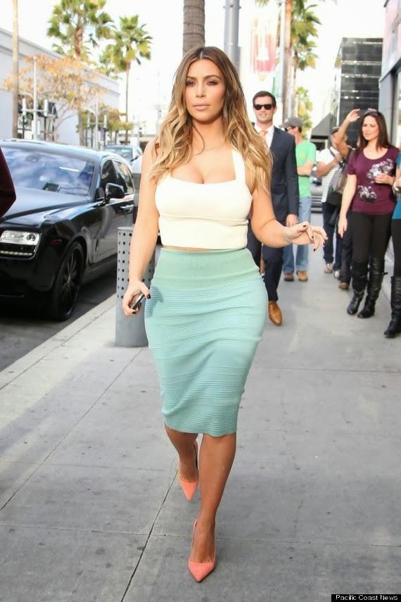 Kim Kardashian Sexy Curves wows