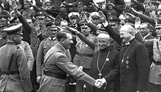 [Imagem: hitler-padre-pastor.jpg]