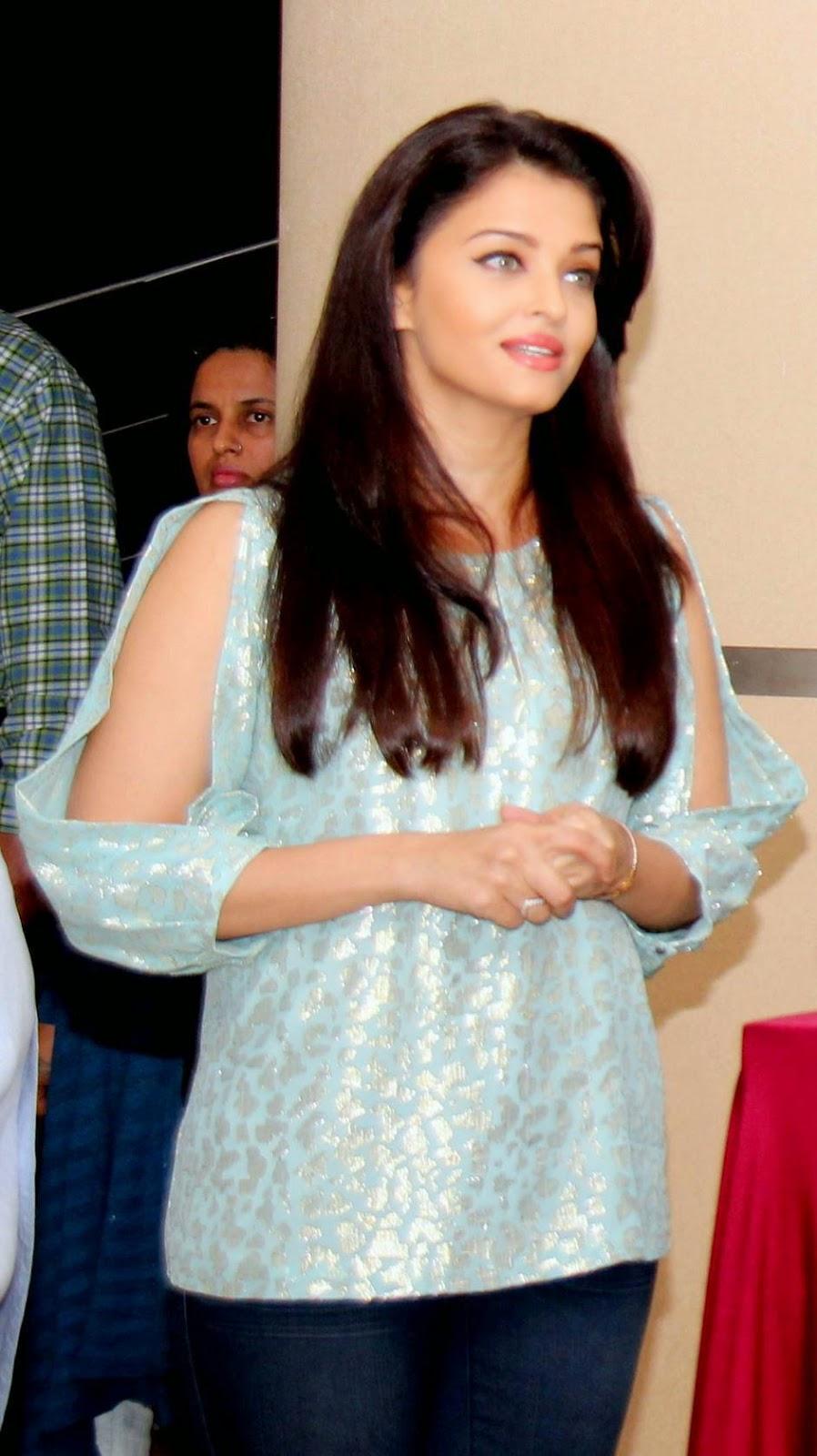 Actress Aishwarya Rai Latest Cute Hot Spicy Photos Gallery At Jazbaa Movie Cast Script Reading Event