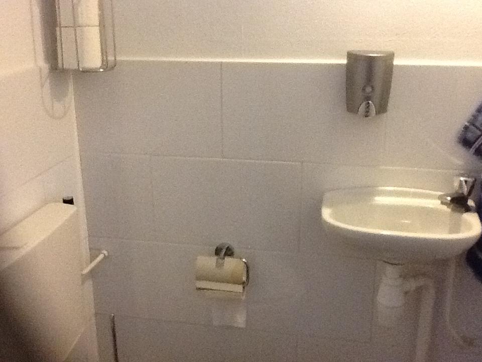 Consuminderen voor en na de verbouwing - Wc muur tegel ...