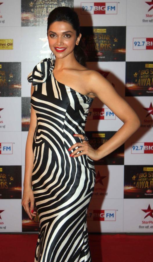 deepika padukone at BIG Star Entertainment Awards