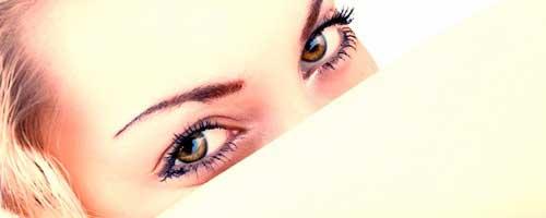 ojos marrones maquillados