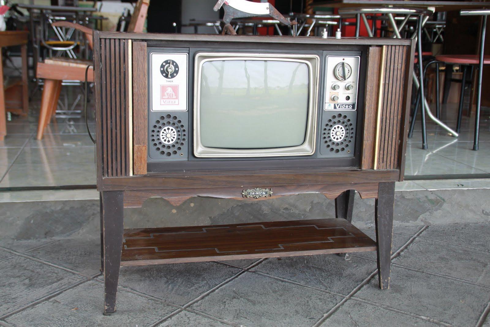 Kios Barang Antik Tv Buffet Merk Video