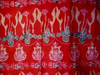 Motif Kujang Binokasih biasanya banyak digunakan masyarakat Sunda pada umumnya.