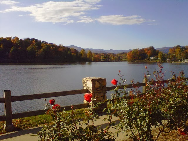 Foreground background musings from the windover inn bed for Lake junaluska fishing
