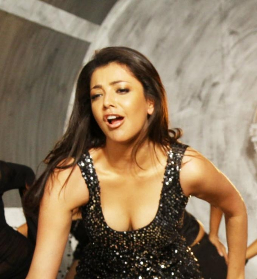 kajal agarwal huge cleavage boobs show. ~ hot actress in the world