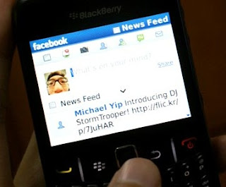 facebook pada blackberry 8530,cara mengatasi facebook blackberry,blackberry aries akses facebook, tips dan trik, blackberry aries 8530