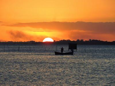 Por do sol na orla de Rio Grande