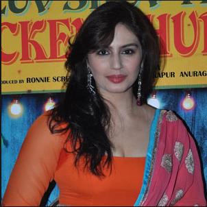 Huma Qureshi Hot Naval show
