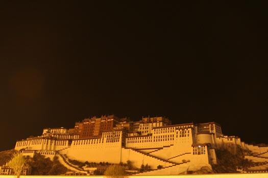 istana berlapis emas