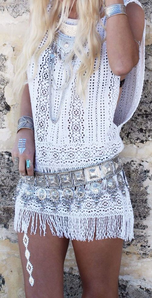 boho, feathers and gypsy spirit, boho chic, festival style, fashion, white dress, jewllery mini summer dress