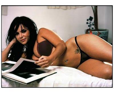 Valentina assistente de Ratinho faz ensaio sensual