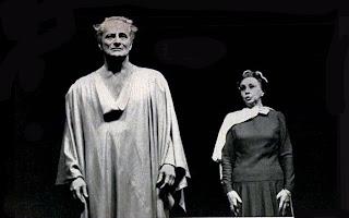Paulo Autran e Henriette Morineau na peça Coriolano em Santo André - 1974.