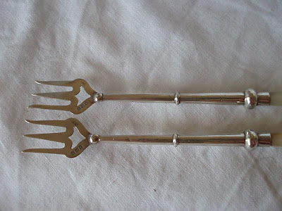 PAIR OF STERLING SILVER & MOTHER OF PEARL SERVING FORKS, BIRMINGHAM 1911