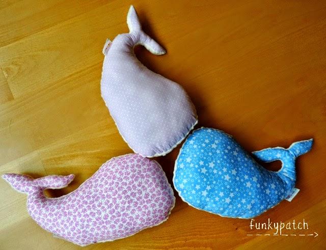 Cojines/peluches con forma de ballena hechos a mano